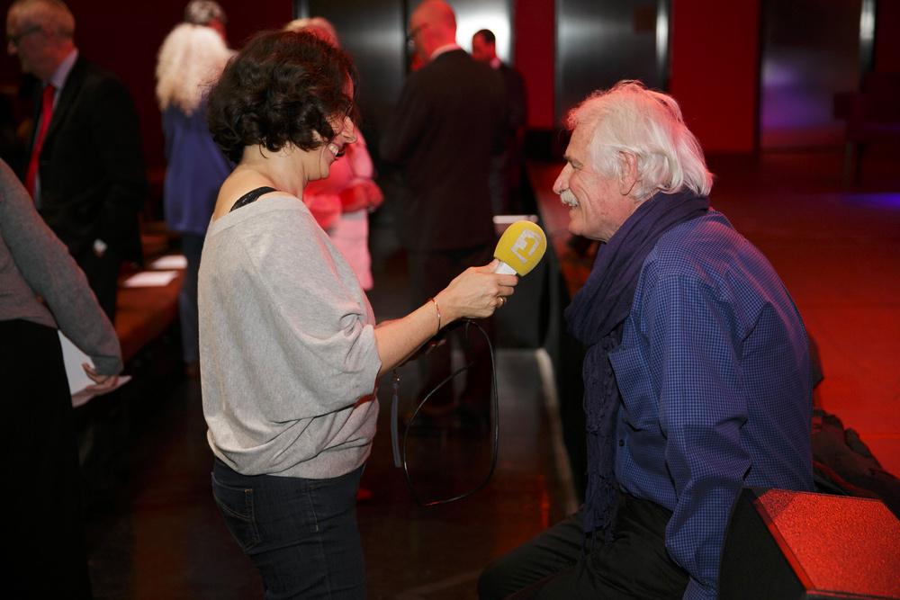 Yann Arthus-Bertrand, membre du Comité d'honneur de la Fondation culturelle, interviewé par la presse.