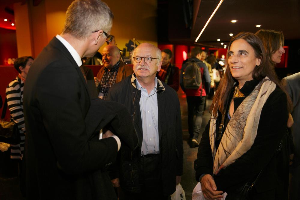 Boris Wastiau, membre du Comité scientifique de la Fondation culturelle Musée Barbier-Mueller et directeur du Musée d'Ethnographie de Genève, Erik Orsenna, membre du Comité d'honneur de la Fondation culturelle et membre de l'Académie française, et Pépita Dupont, journaliste.