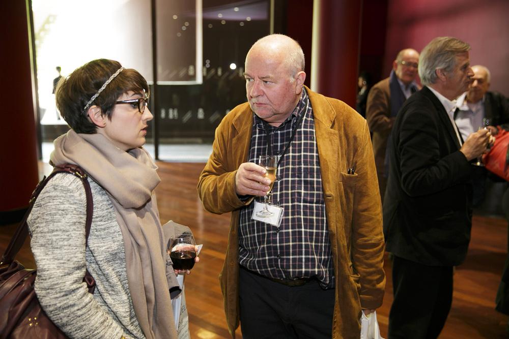 Floriane Morin, conservatrice au Musée d'Ethnographie de Genève et Georges Breguet, spécialiste d'art indonésien.