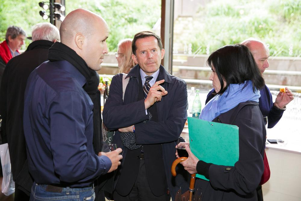 Stéphane Barelli, chercheur de la Fondation culturelle Musée Barbier-Mueller, Emmanuel Ducamp, historien d'art et une participante.