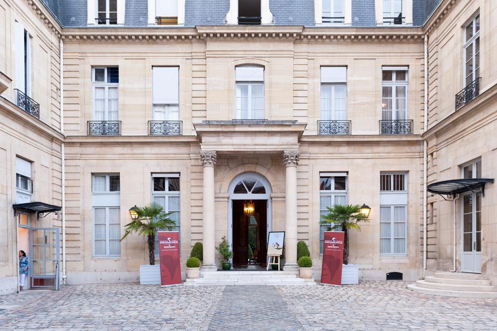 """L'ambassade de Suisse à Paris s'apprête à accueillir la soirée célébrant la parution de l'ethnoconte """"Tooksipa et le tabouret d'or"""". Photo Luis Lourenço."""