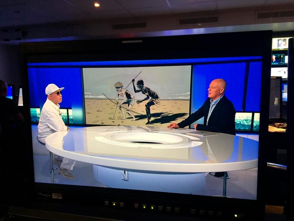 Salif Keita sur le plateau de TV5Monde pour évoquer la lutte menée par la Fondation Salif Keita pour la défense des albinos.  Photo D. R.