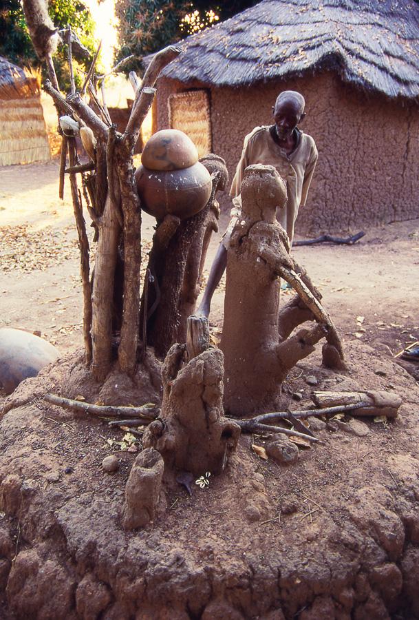Autel de culte. Village de Tógó. Photo Daniela Bognolo,1998.