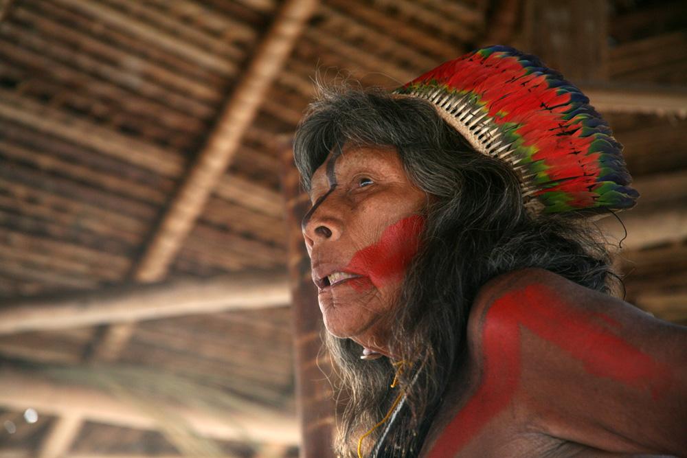 Nikàiti, un chef mekranoti iriri, réputé pour ses grandes connaissances de la culture et des chants kayapo. Il est décédé du coronavirus le 27 août 2020. Photo Gustaaf Verswijver, 2017.