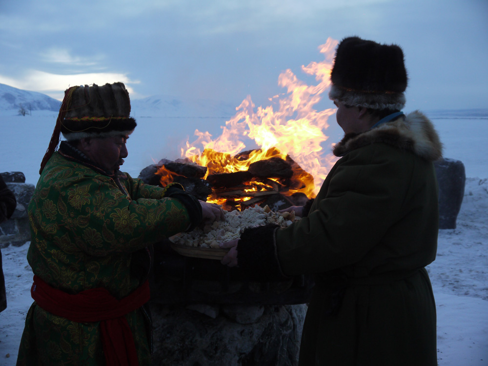 Offrandes lors du rituel de nouvelle année Čagaa bajram dans le district de Koš-Agač. Photo Clément Jacquemoud, 2014.