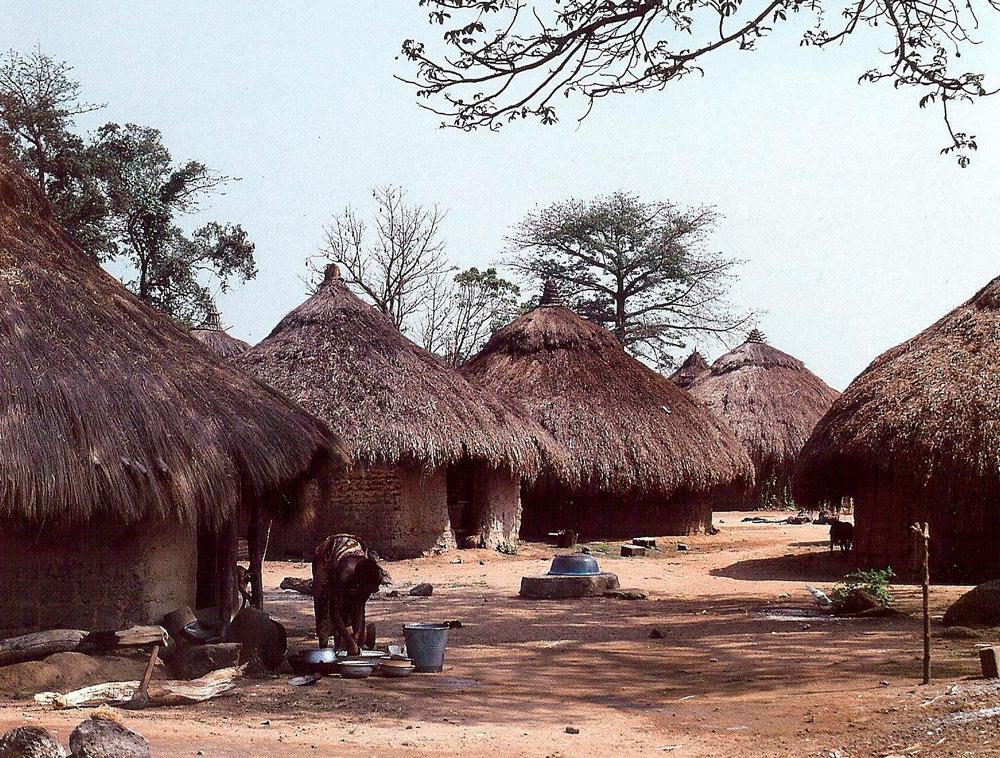 Village yohouré. Photo Alain-Michel Boyer.